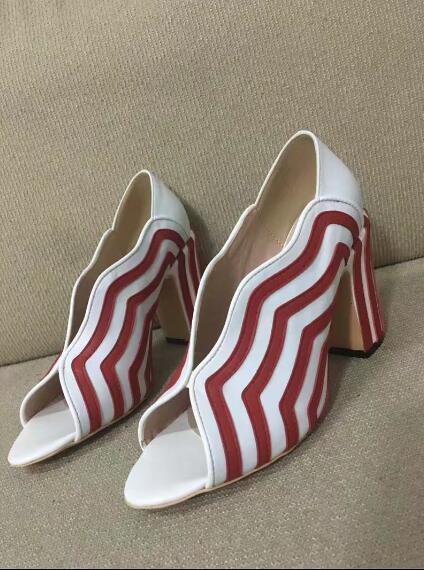 デザイン高級女性靴セクシーなパンプスおしっこつま先slioの上レディースドレスシューズ赤と白のストライプ厚いヒールの靴ハイヒール 中の  ノベルティデザイン高級