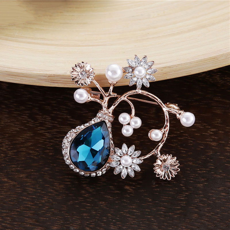 TDQUEEN Crystal Flower Brooches and Pins for Women Silver Plated Metal Big Waterdrop Crystal Pearl Brooch for Wedding Invitation (6)