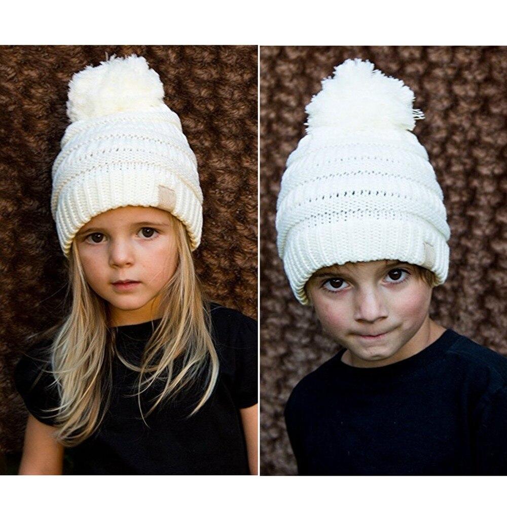 Moda Infantil Hat Skullies Gorros Pompom Crianças CC Cabo Malha Chapéus  Mornos do Inverno Da Criança Meninas Menino Caps Com Hairball Unisex cap 00285b385b9