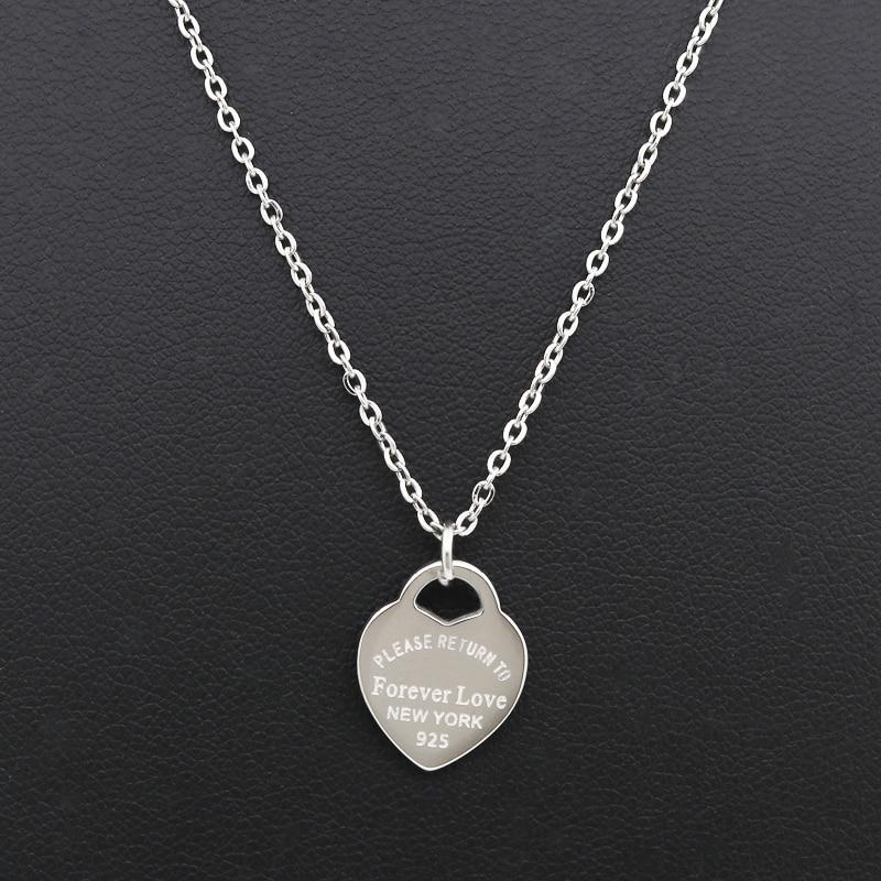 Fashion Luxury Berömda Märke Kärlek Halsband Kvinnor avsnitt nyckelben Halsband Guld Persika Hjärta Hängsmycke Halsband Smycken