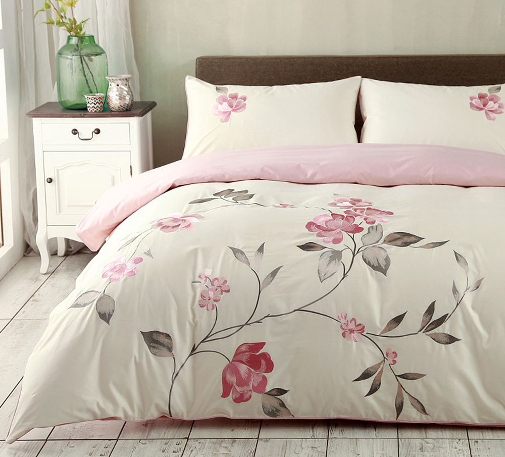Egyptian Cotton Embroidered pink color Luxury Royal Bedding set 4Pcs King Queen size bed sheet set Duvet cover pillow shams