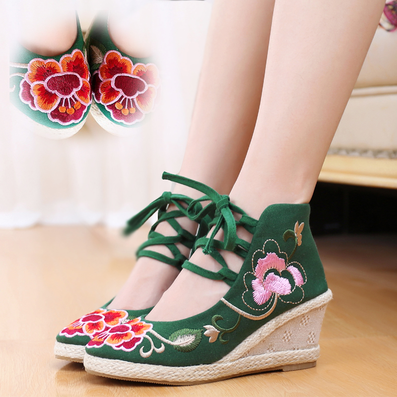 Charming Fashion New Casual Chinese Style Women's Embroidery Soft Sole Old Peking National Single Shoes Women peacock embroidery women shoes old peking mary jane flat heel denim flats soft sole women dance casual shoes height increase