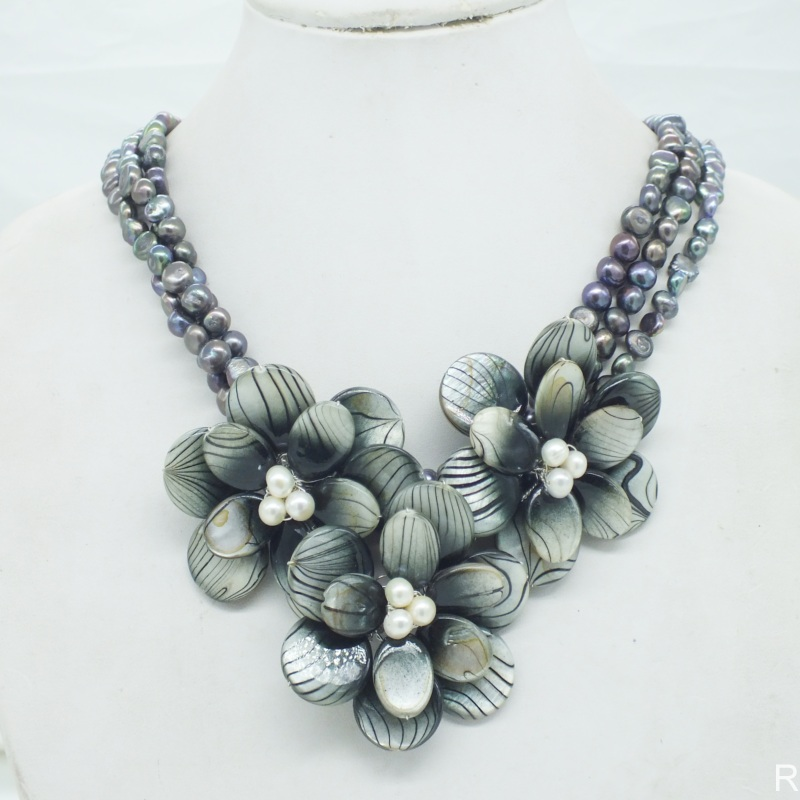 NO 304 Freshwater pearl shell flower necklace