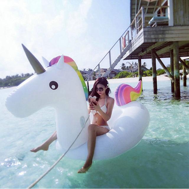 2016 venta Caliente Unicornio inflable Gigante Piscina Flotador De la Natación para Adultos Tubo flotante Balsa de Agua Anillo de la Nadada Del Verano Del Cabrito Divertido Juguete de la Piscina