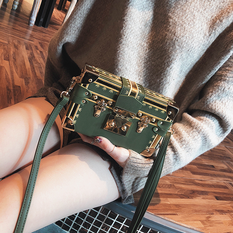 цена Luxury Brand Women Metal Lock Messenger Bags Clutches Box Shape Patchwork Evening Party Bag Elegant Wedding Shoulder Bag Handbag