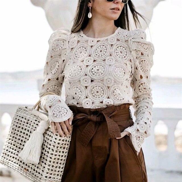 hot sale online 60885 2d0a0 Elegante del merletto scava fuori peplum camicetta camicia donna Ruffles  manica lunga bianca femminile di inverno parti superiori della signora ...