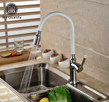 Chrome и белый вытащить опрыскиватель кухонной мойки кран Палуба Гора Tall вращения смесители горячей и холодной воды кран