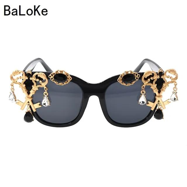 2019 New Baroque Retro Prarl Sunglasses Women Hand Made Fashion Insect Sandy Beach Sunglasses Ladies Round Oversize Sunglass