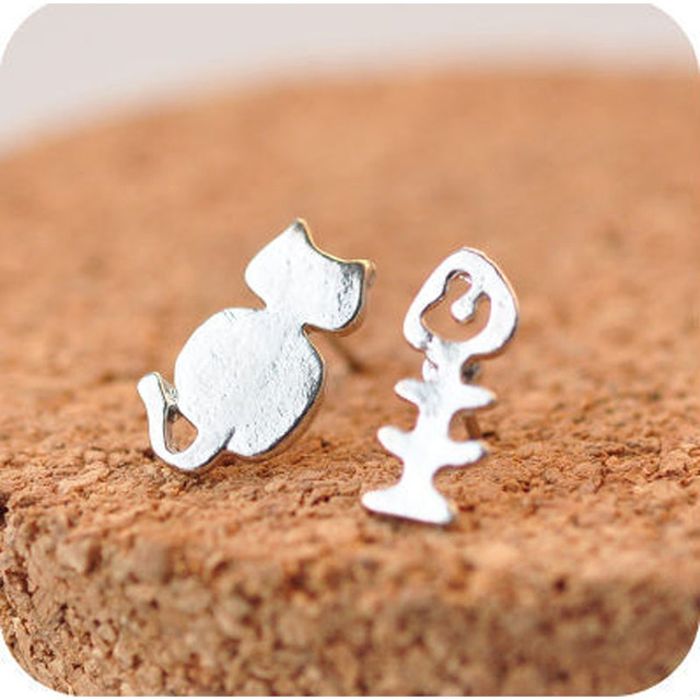 Lovely Kitten And Fish Bone earrings