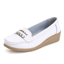 Promotional female nurse loafers summer solid low help work shoe leather lazy driving shoes women femininas flats A329