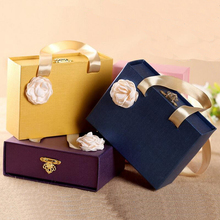 Hand Wedding Candy Box Birthday Party Baby Shower Candy Handbag Gift Packaging Chocolate Boxes Baby Shower Favors 20pcs lot new design drawer paper candy chocolate boxes baby shower gift packaging box birthday wedding party favor box