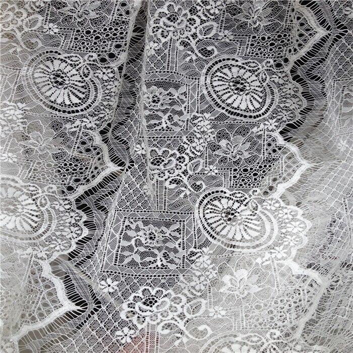 2019 nouvelle corée importé dentelle de cils est noir et blanc classique rétro élégant vêtements tissu tissu motif fermer la peau douce