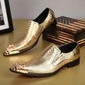 Роскошные Натуральная Кожа Свадебные Туфли Острым Носом Золотые Туфли Мужчин Chaussure Homme Металлические Шипы Деловых Обувь NSX45