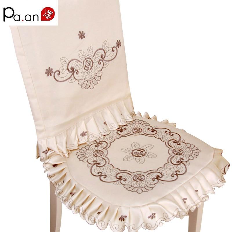 1 Set Elementi elegant i qëndisur me karrige me lule Shtëpi me jastëk të butë Prapa vendosjes së pluhurit për provë pluhuri për dekorimin e dasmës për karrige
