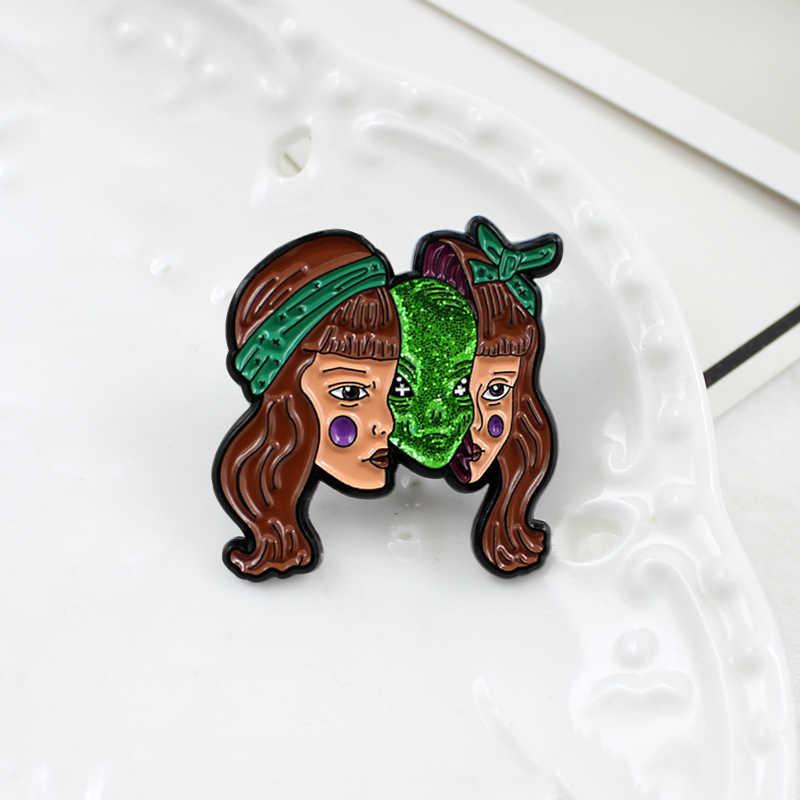 美人のヘッド隠蔽グリーンエイリアンモンスターのヘッド誇張ホラーブローチ漫画人格バッジハロウィンギフト