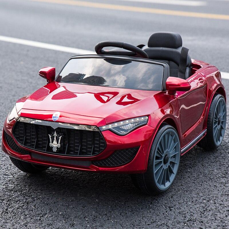 Prix spécial Enfants de électrique double lecteur de voiture à quatre roues télécommande peut s'asseoir voiture garçons filles bébé swing jouet de voiture