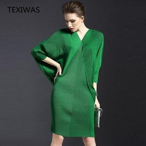 Image 1 - TEXIWAS 2019 en najaar nieuwe temperament V hals vleermuis lange mouw vrouwen tas billen effen kleur fold jurk