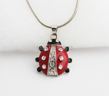 Tops 2014! Dull-Argent alliage émail court coccinelle strass pendentif collier xy180