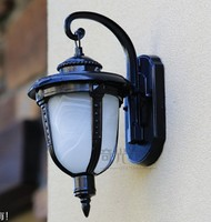 European LED Wall lamp Outdoor Wall Sconces Lighting Waterproof Garden Wall Light Fixtures Aluminum Glass Vintage Porch Lights