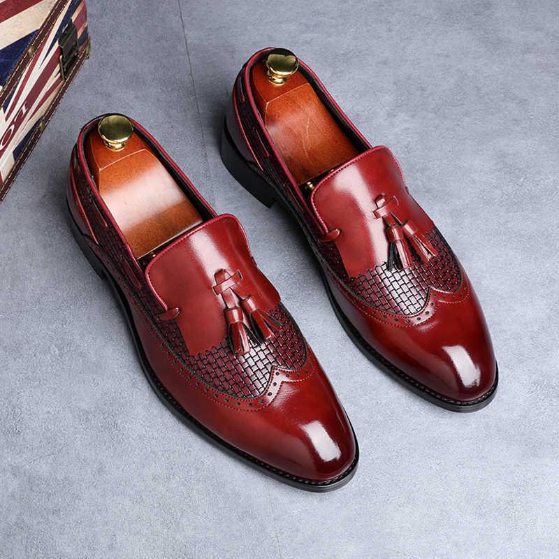2019 最新の男性タッセルローファーイタリアドレスシューズカジュアルローファー男性のために結婚式のパーティーの靴男性デザイナー革の靴