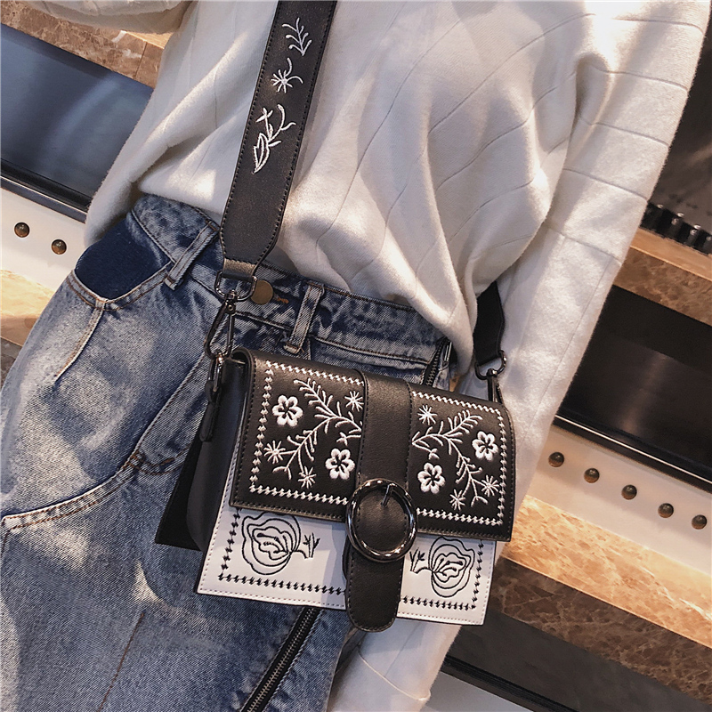 Bag female 2018 new fashion retro square bag wild Messenger bag female handbag embroidered shoulder bag 2017 new national wind aslant handbag embroidered flowers small square bag rivet shoulder bag