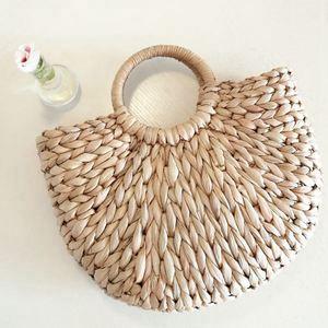 Image 2 - DCOS kadın çantası kore dış mısır cilt en yarım daire sanat plaj çantası seyahat resimleri sahne hasır çanta ay çanta yeni