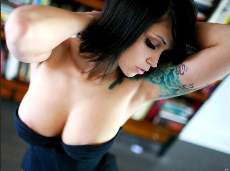 Hot busty babe pics