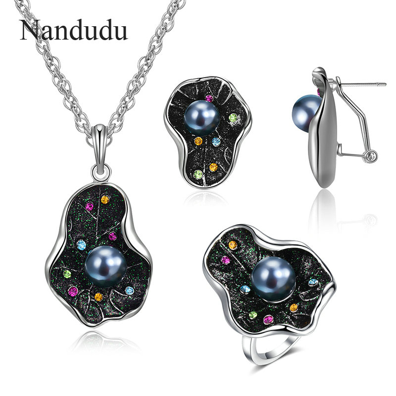 Nandudu Sparkling Leaf Ring...