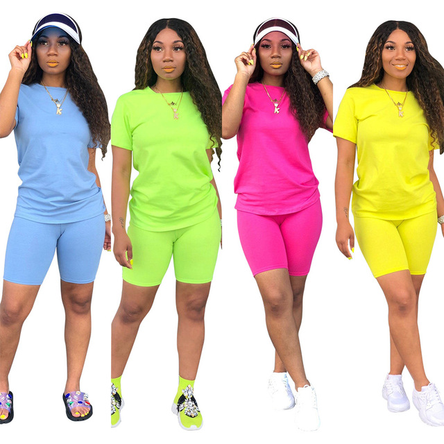 Two-piece Solid Color Women's Clothing. Short-sleeved Crew Neck T-shirt and Tight-fitting Shorts. Simple Style Tracksuit Outfit 3