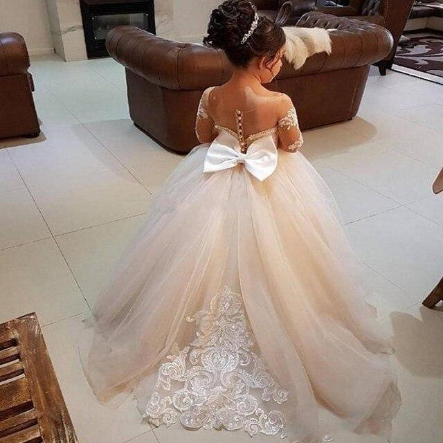Đáng yêu Dài Tay Áo Cô Gái Pageant Dresses Appliques Bow Lại Bóng Gown Hoa Cô Gái Ăn Mặc Illusion Trẻ Em Sinh Nhật Đảng Mặc