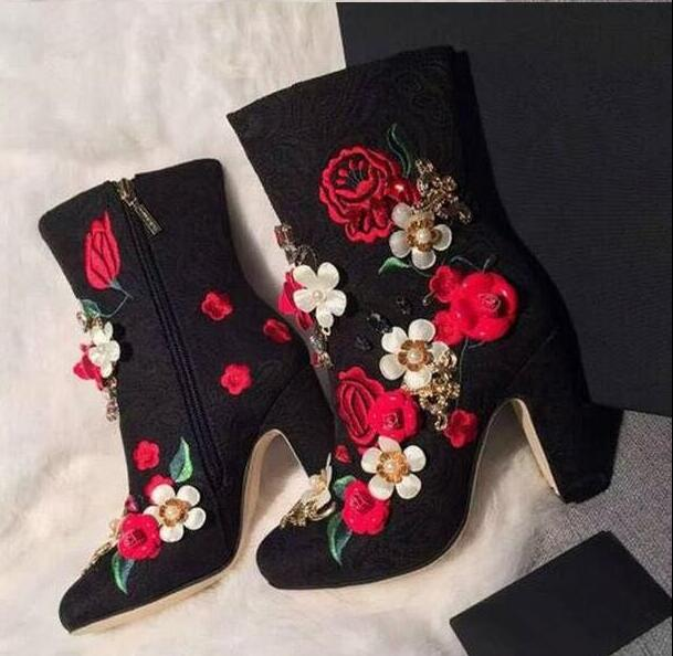 Autumn Super Hot Embroidery Flowers Women Pointy Toe Ankle Boots Multicolor Appliques Ladies Chunky Heel Boots Size 41Autumn Super Hot Embroidery Flowers Women Pointy Toe Ankle Boots Multicolor Appliques Ladies Chunky Heel Boots Size 41