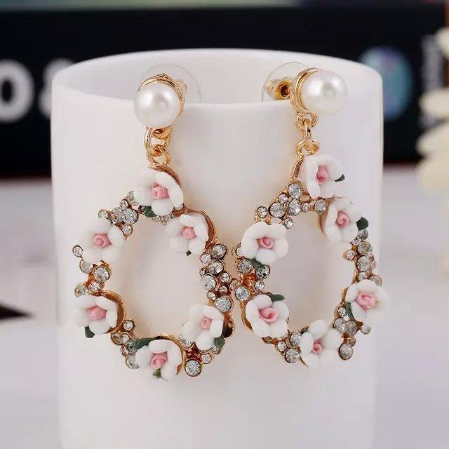 Женские жемчужные серьги с золотым цветком и кисточками для