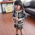2017 Nueva Otoño Niños Niñas Sistemas de la Ropa A Cuadros Patrón de Conejo/Bolsillos de Algodón Acolchado Capa/Suéter + Pantalones juegos para Chicas
