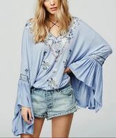 Chic VogaIn 2016 Outono Mulher Moda Boho Étnico Céu azul Bib Laço Longo BIG Flared Mangas Camisa Bordado com pompons topos