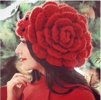 Mulheres doce inverno chapéu Gorros de flores grandes Contas Caps Lady  Gorros Chapelaria Chapéu Feito Malha De Lã Chapéus de Inverno das Mulheres  do sexo ... e356d557870e8