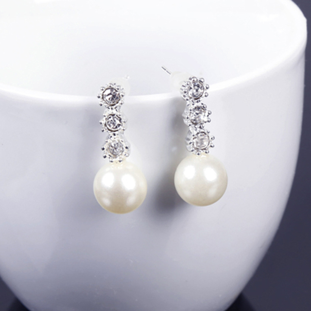 Hot Sale Imitation Pearl Earrings New Fashion Personality Rhinestone Decoration  Silver Drop shipping