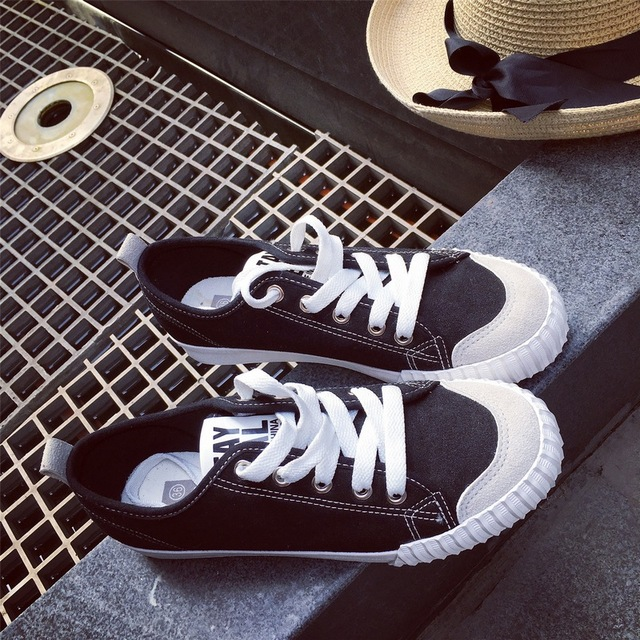 big size spring autumn wind black white lace up canvas shoes Vulcanize retro women platform shoes