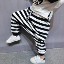 Odzież dziecięca chłopięce spodnie haremowe w stylu koreańskim czarno-białe paski spodnie dla dzieci spodnie chłopięce tanie tanio Chłopcy COTTON 13-24m 25-36m 4-6y 7-12y CN (pochodzenie) Wiosna i jesień LOOSE Wstążki Pełna długość Pasuje na mniejsze stopy niezwykle Proszę sprawdzić informacje o rozmiarach ze sklepu