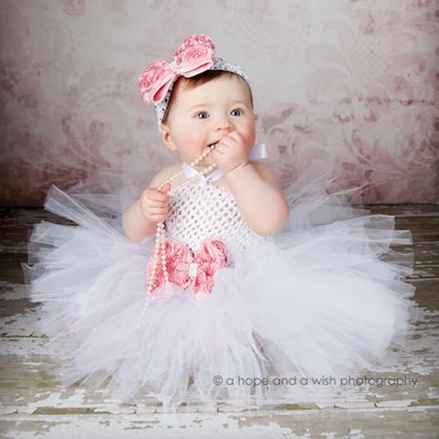 5af0e130dc9dd Filles blanches Tutu robes pour baptême anniversaire tenue Halloween  Costume bébé fille avec fleur bandeau rose