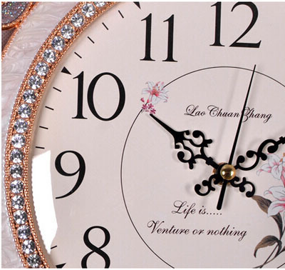 Noble metal creative fashion living room wall clock carved imitation diamond luxury high quality exquisite craft wall clock