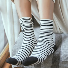 1 пара женских носков, Новые осенне-зимние японские Модные Разноцветные полосатые носки Harajuku, хлопковые толстые теплые длинные забавные мужские носки