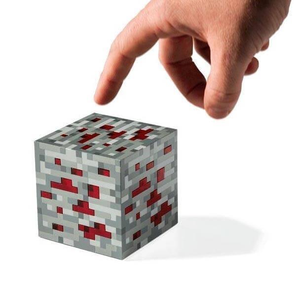 """Minecrafti"" patareidel töötav öölamp"