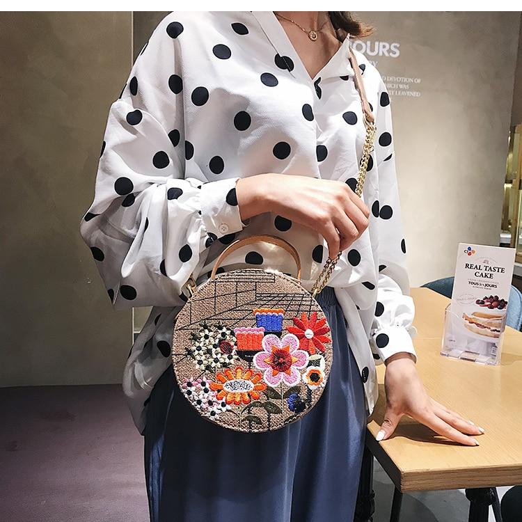 Bolsa Redonda com Bordado Flor