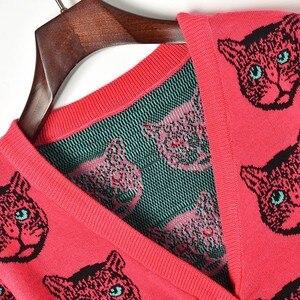 Image 4 - Wolle Biegen Strickjacke Pullover Frauen 2019 Frühling Einreiher V ausschnitt Katze Kopf Muster Jacquard Strickjacke Niedliche Weibliche Pullover Mantel