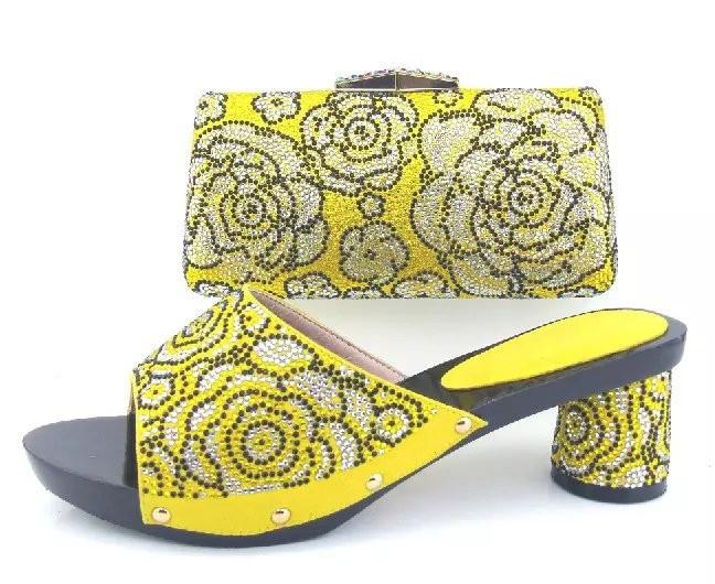 Compra Beige Vestidos De Dama De Honor Online Al Por Mayor: Compra Zapatos Brillantes De Tacón Alto Online Al Por