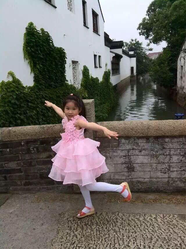 Photo réelle robe de bal mode robe de fille roses à plusieurs niveaux Organza dentelle thé longueur rose fleur fille robes robe d'accueil