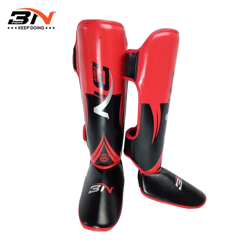 Une paire de protège-tibia de boxe en cuir PU de haute qualité protecteur de cheville MMA Muay Thai jambières dentraînement légères