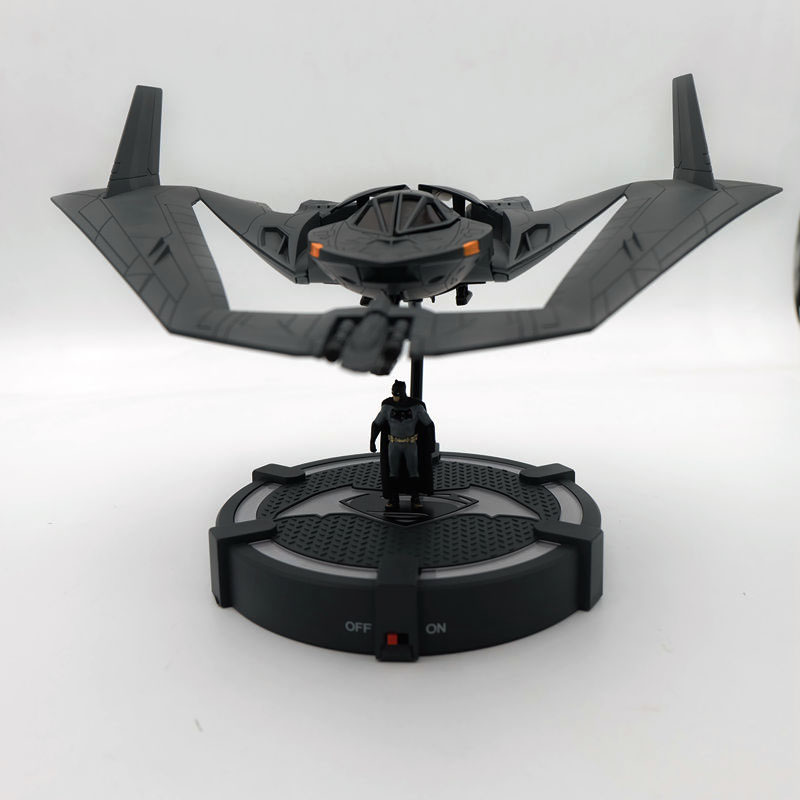 JADA 1/32 BATMAN VS SUPERMAN BATWING MODEL & ILLUMINATED DISPLAY BASE BRAND NEW