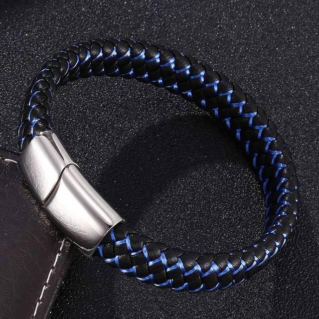 צמיד עור קלוע עם פסים כחולים