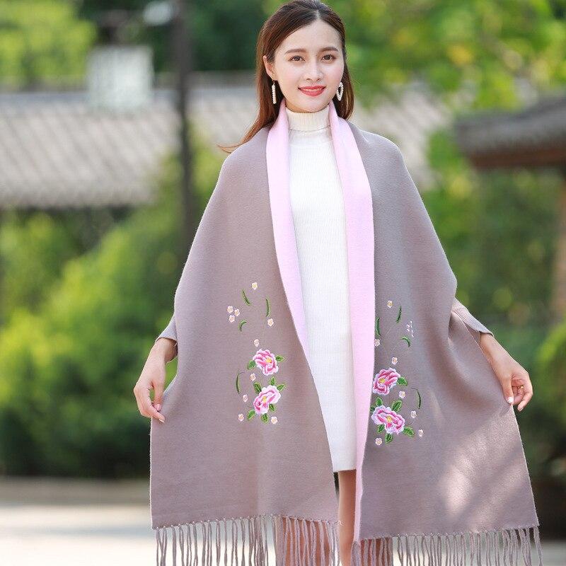 Mode nouveau cachemire châle cape femelle extérieur épaississement super grande broderie fleur hiver gland écharpe manteau double usage